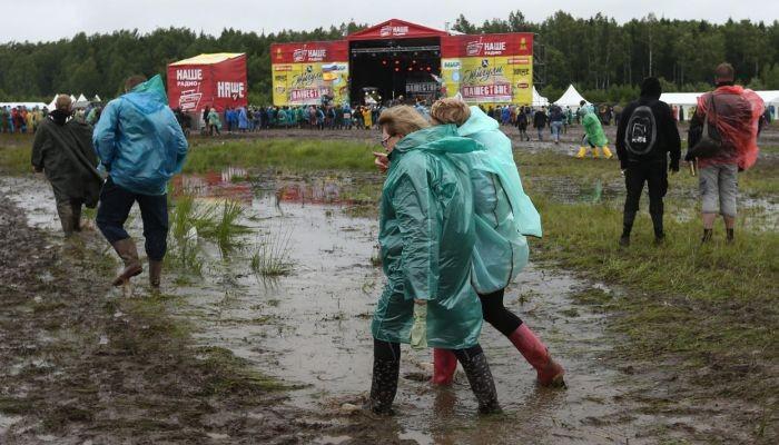 """Непогода не испортила фестиваль """"Нашествие"""" (21 фото)"""