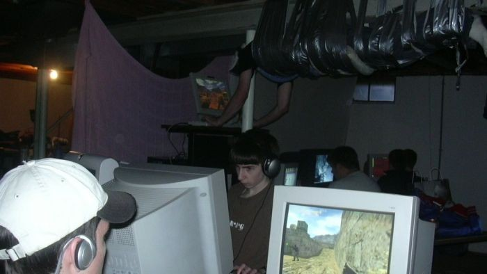 Найдены авторы одного из самых странных снимков геймеров (3 фото)