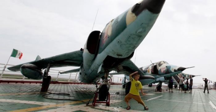 Китайский отель на советском авианосце (17 фото)