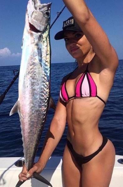 Девушки на рыбалке (30 фото)