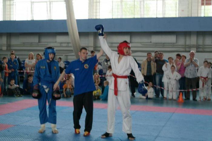 В Бердске подросток дал отпор трем взрослым мужчинам (2 фото)