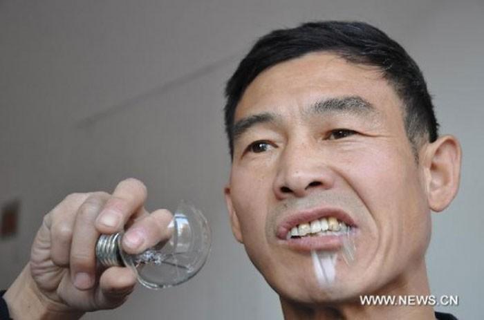Пожиратель лампочек (4 фото)