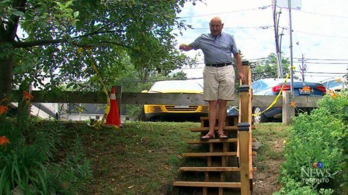 Канадский пенсионер построил ступеньки, на которые хотели потратить 150 000$ (5 фото)