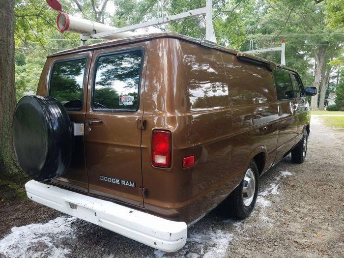 В США продают фургон ФБР с оборудованием для ведения слежки (4 фото)