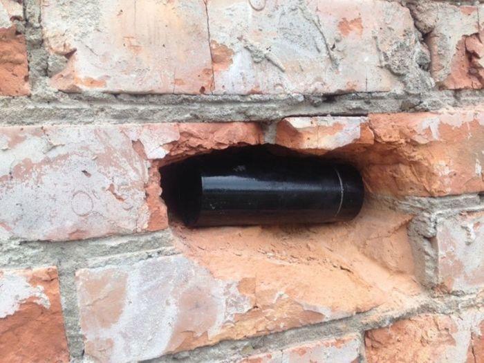В новосибирской школе обнаружили забытую капсулу времени (2 фото)