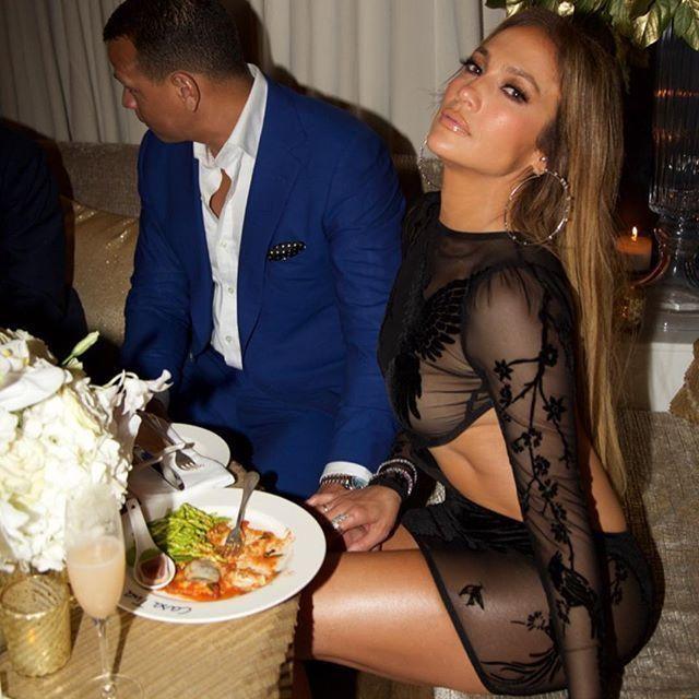 Дженнифер Лопес надела прозрачное платье на свой День рождения (6 фото)