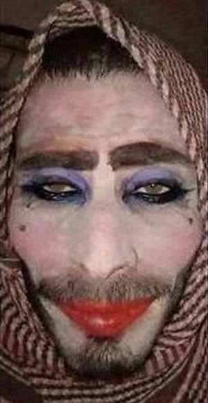Террорист ИГИЛ пытался покинуть Мосул под видом женщины (2 фото)
