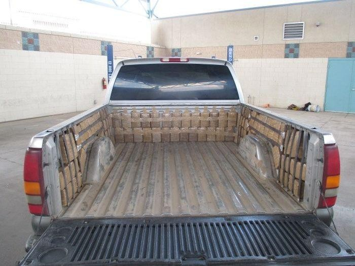 Набитый наркотиками пикап задержали на мексикано-американской границе (2 фото)
