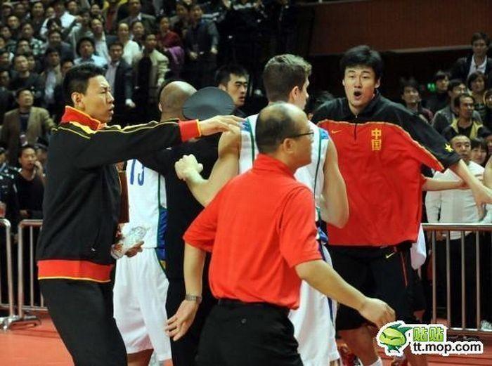 Драка между сборными Китая и Бразилии (20 фото)