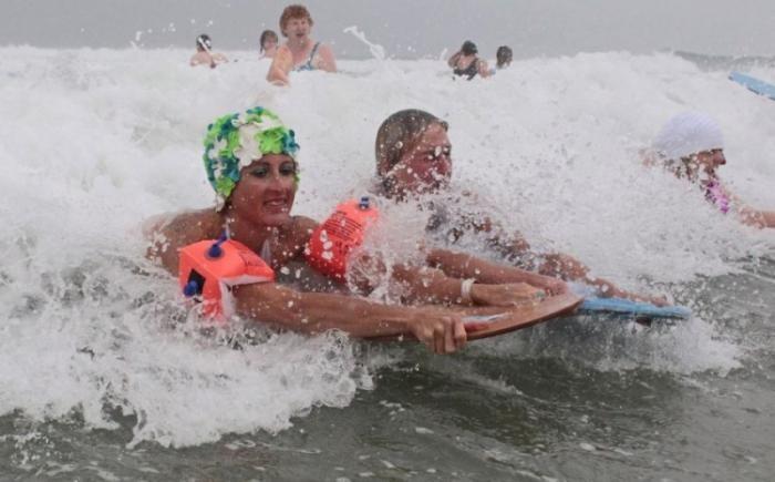 Заплыв на гладильных досках (5 фото)