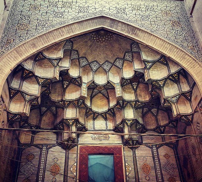 Завораживающая архитектура иранских мечетей (11 фото)