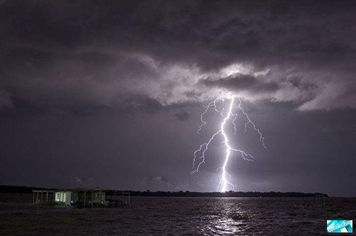 Аномалия на реке Кататумба в Венесуэле (22 фото)