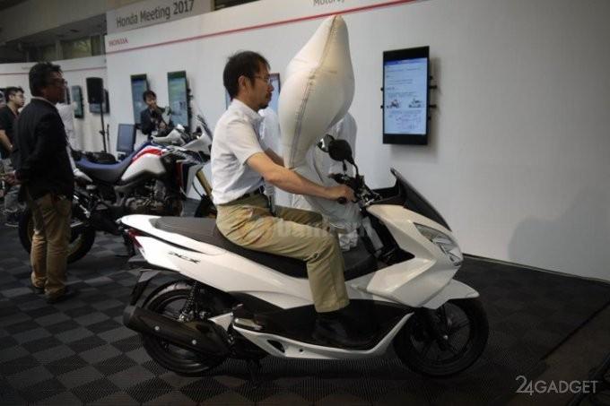 Подушка безопасности для скутеров от Honda (3 фото)