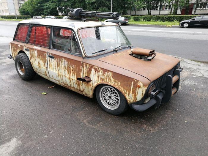 ВАЗ 2102 в постапокалиптическом стиле (5 фото)