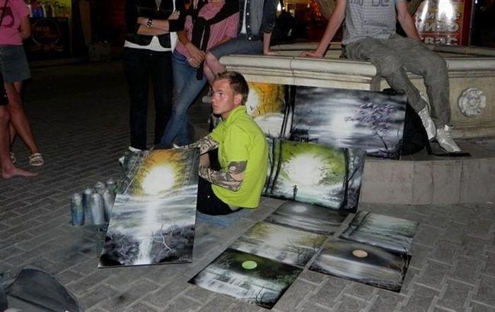 Рисунки, сделанные баллончиком с краской (13 фото)