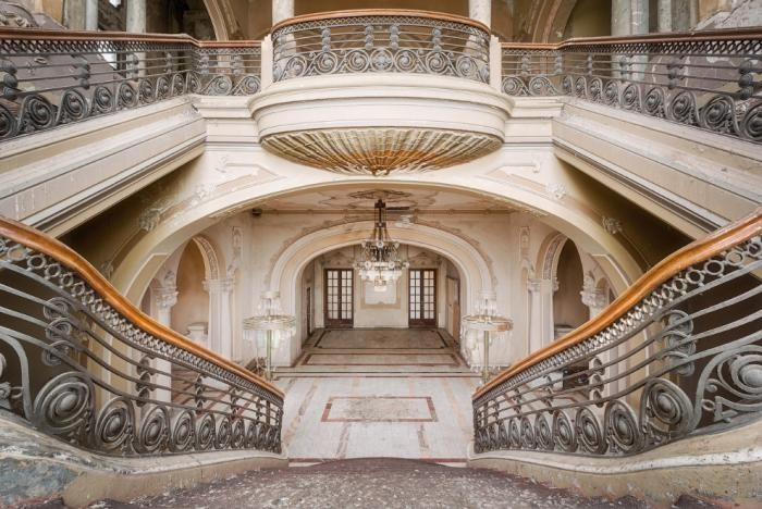 Завораживающий дизайн старинных лестниц (18 фото)