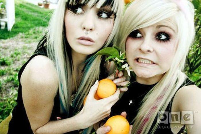 Представители субкультуры эмо (25 фото)