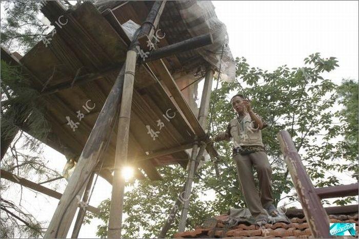 Фермер из Китая воюет с государством с помощью самодельной пушки (16 фото)