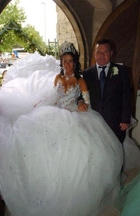 Странные и необычные свадебные платья (22 фото)