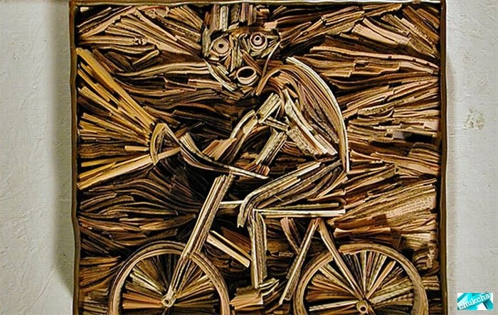 Прикольные скульптуры из газет (31 фото)