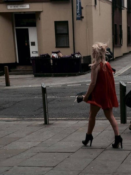 «Тропа позора» или постыдное возвращение девушек с вечеринок (29 фото)