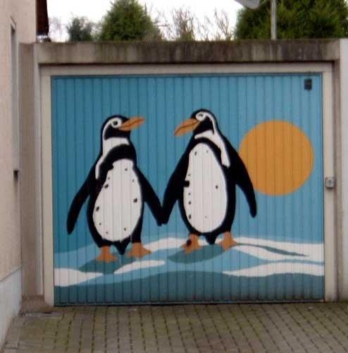 Необычные ворота для гаража (30 фото)