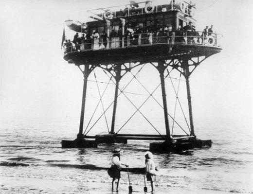 Подводная электричка (6 фото)