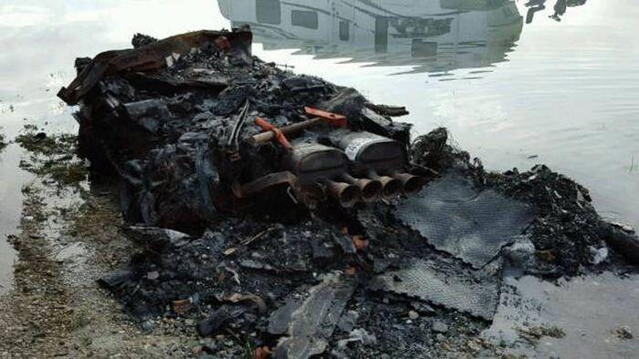Останки сгоревшего Chevrolet Corvette выставили на продажу (7 фото)