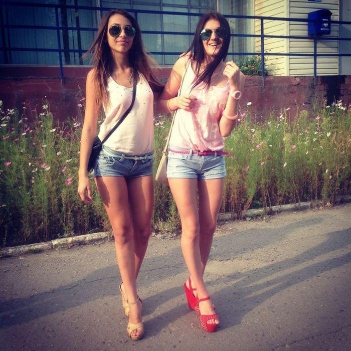 Симпатичные девушки (35 фото)