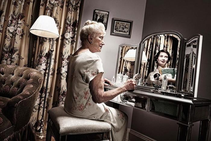 Зеркало помнит! (8 фото)
