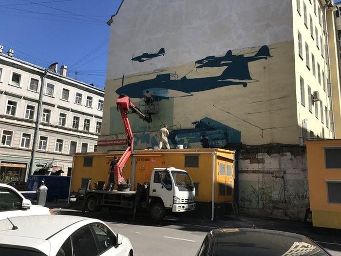 В Санкт-Петербурге появилось новое впечатляющее граффити (5 фото)