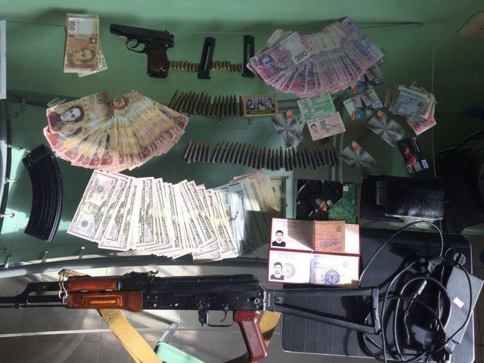Мошенники получили более полумиллиона долларов (3 фото)