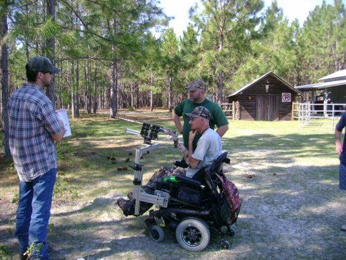 Охотник на инвалидном кресле (9 фото)