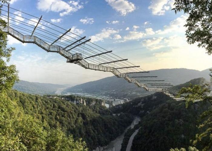 Мосты, которые пугают многих туристов (10 фото)