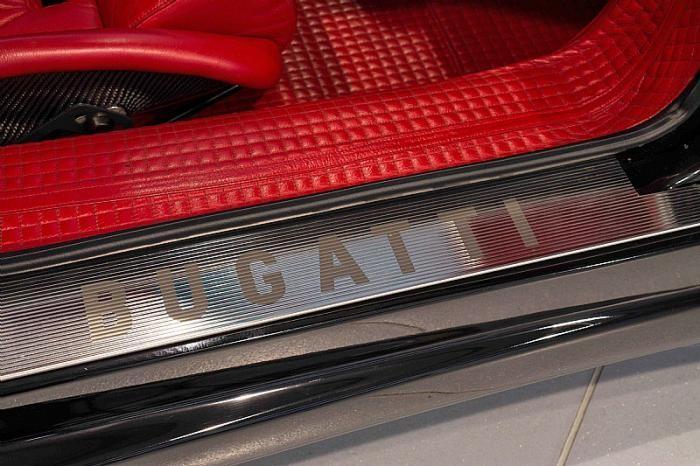 На продажу выставлен редкий Bugatti EB110 SS (11 фото)