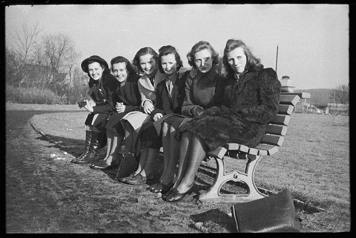 Мирная жизнь австрийцев в годы Второй мировой войны (15 фото)