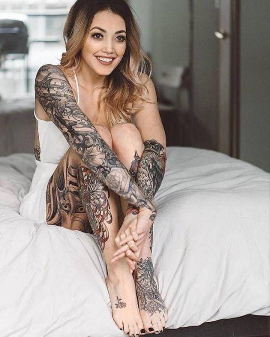 Девушки в татуировках (26 фото)