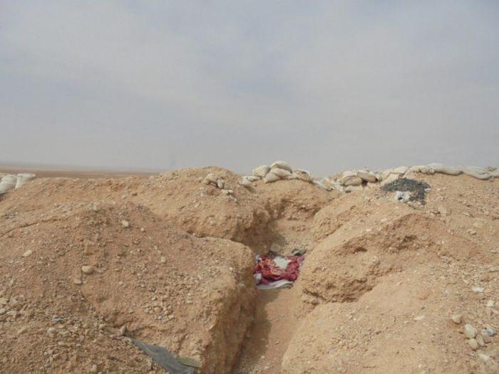 Инженерные сооружения «Исламского государства» под Пальмирой (28 фото)