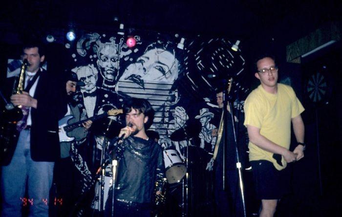 Питер Динклейдж, Тирион Ланнистер из «Игры престолов», в составе группы Whizzy (7 фото)