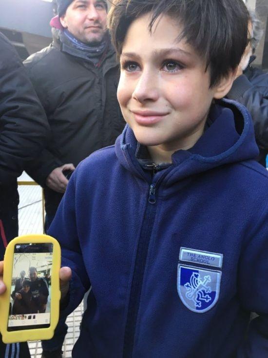 Лионель Месси заставил охрану пропустить к нему юного фаната (5 фото)
