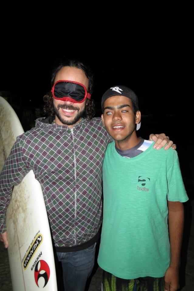 Дерек Рабело - слепой серфер из Бразилии (9 фото)