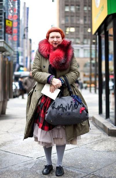 Пользователи сети высмеяли обозревателя журнала Vogue (8 фото)