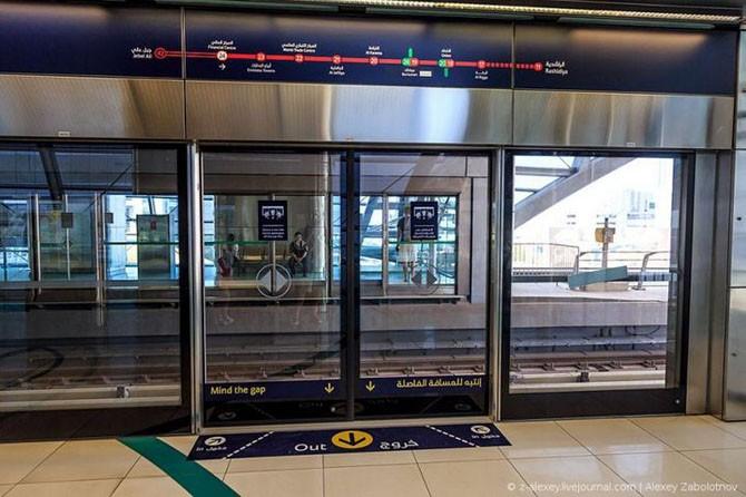 Путешествие по метро Дубая (21 фото)