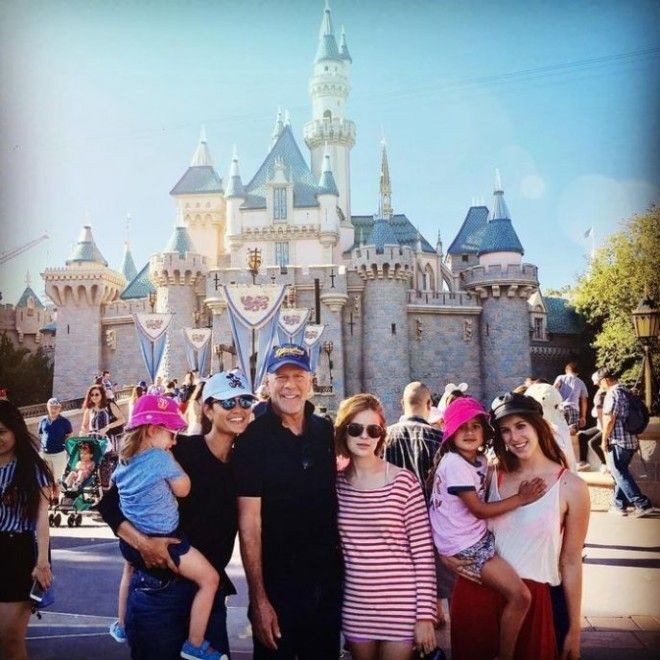 Брюс Уиллис и его семья на фото в «Инстаграм» (20 фото)