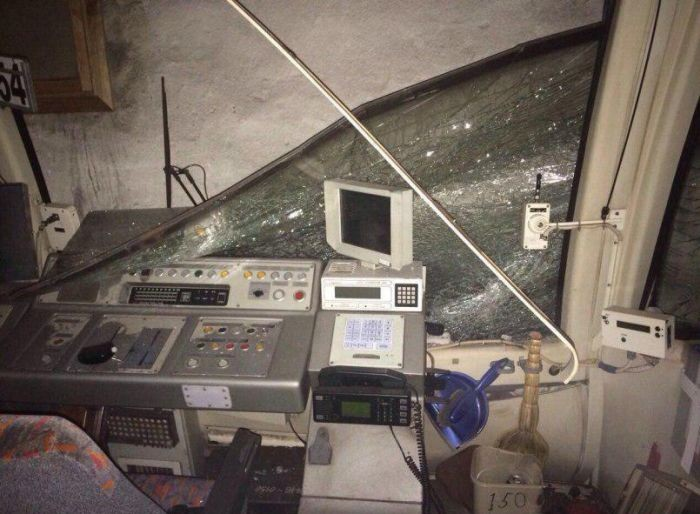 В московском метро поезд врезался в стену (2 фото)