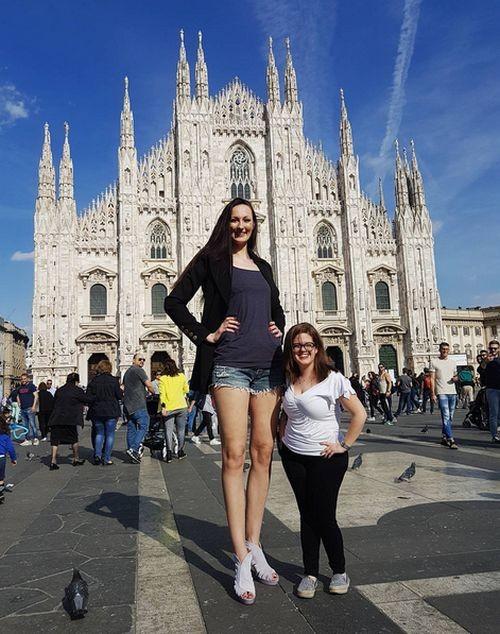 Самая высокая модель в мире (14 фото)
