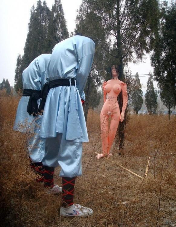 Как монахов Шаолинь наказывают за рукоблудие (4 фото)
