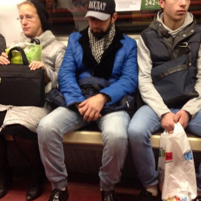 Стиляги в метро (34 фото)