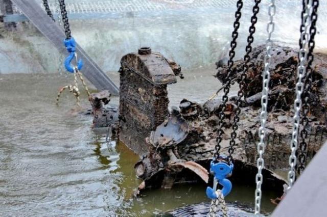 Автомобиль времен Великой Отечественной подняли со дна реки (11 фото)
