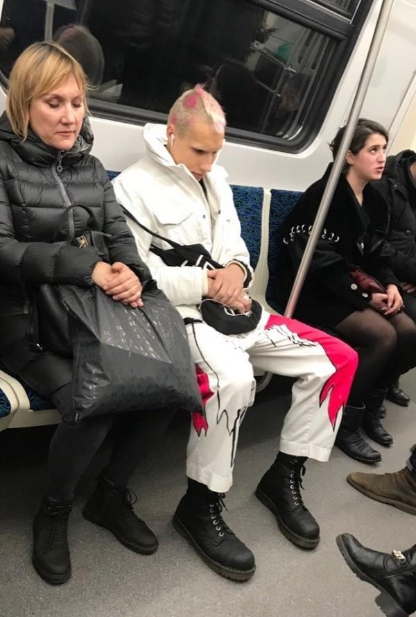 Модники и модницы из нашего метро (20 фото)
